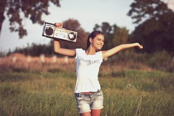 Девушка нашедшая любимую песню