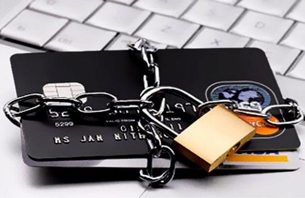 Не доверяйте данные вашей карты третьим лицам - это станет гарантией вашей финансовой безопасности
