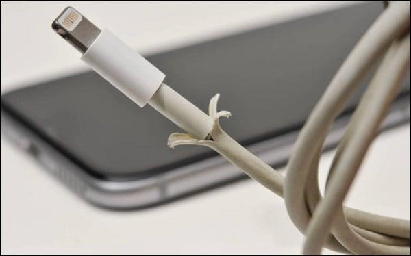 Повреждённый кабель питания