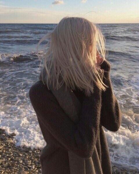 Фото девушек на аву без лица шатенки - подборка | 600x479