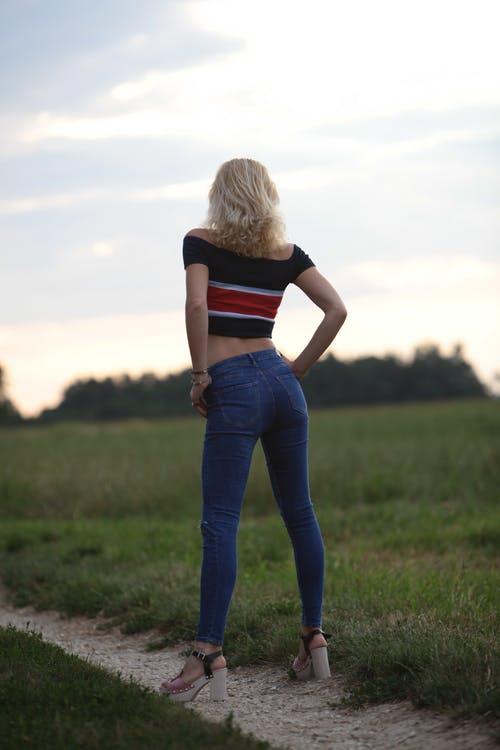 Девушка со спины 13