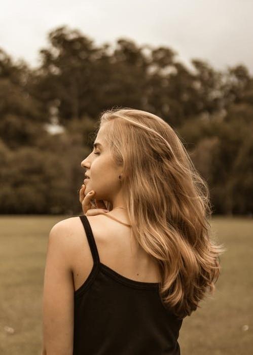 Девушка со спины