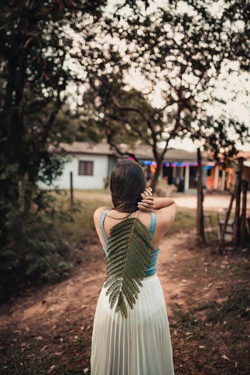 Девушка со спины 23