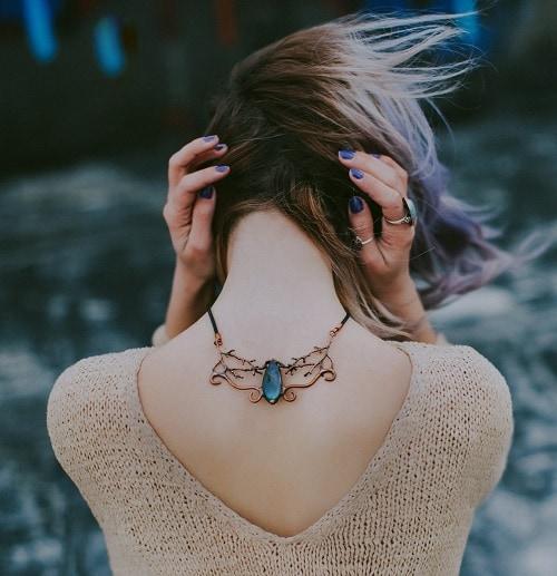 Девушка со спины ава