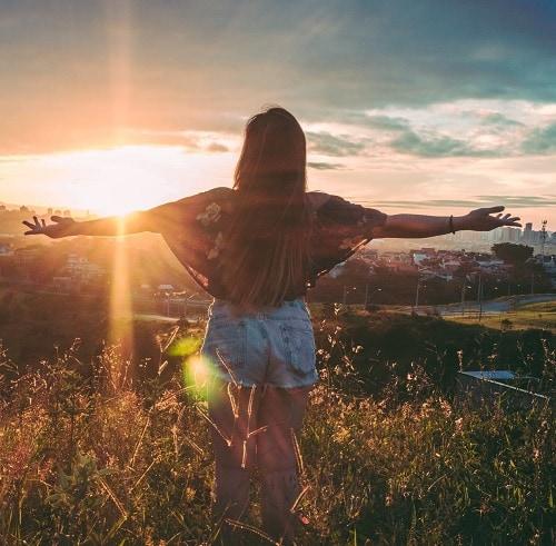 Девушка летом аватар без лица