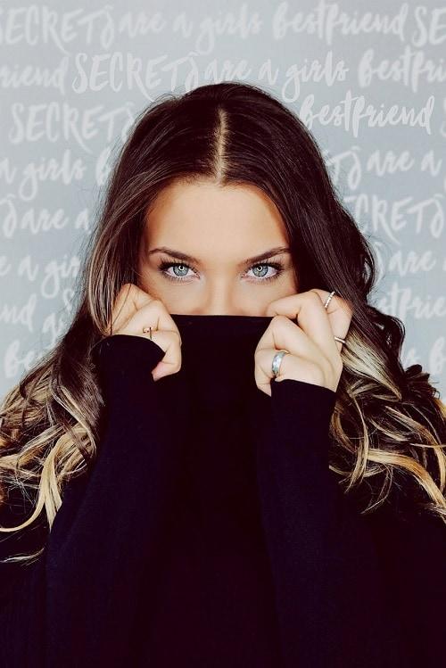 Красивая девушка без лица 3