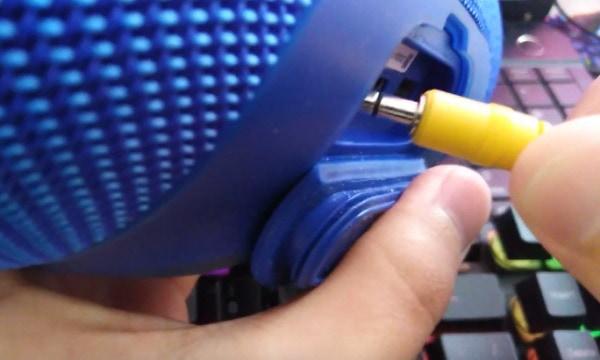 Порт для AUX-кабеля