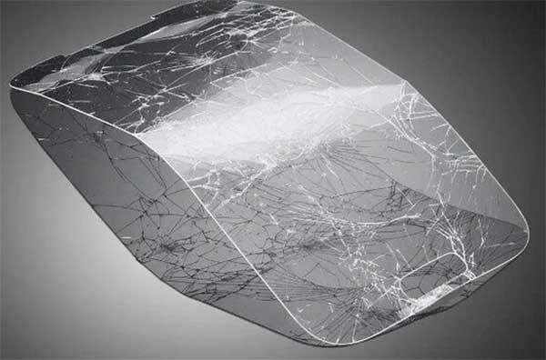 Разбитое защитное стекло
