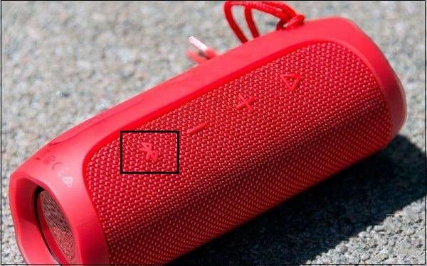 Кнопка Bluetooth на колонке