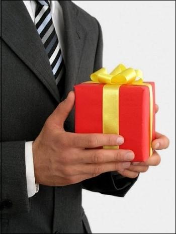 Подарок не сотруднику компании