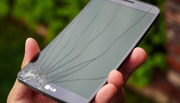 Трещина на экране телефона