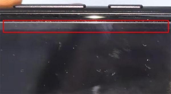 Защитная плёнка отклеивается по краям