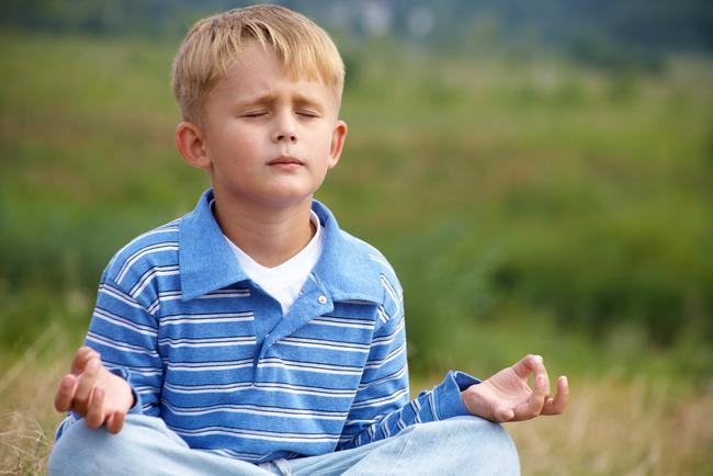 Ребенок медитирует