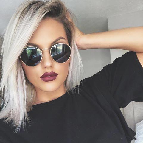Блондинка в очках