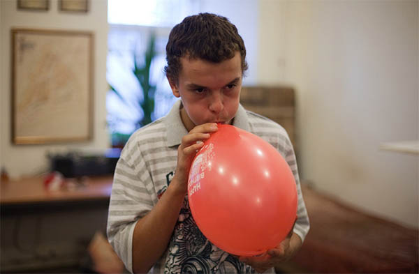 Действие: надуть шарика, пока не лопнет