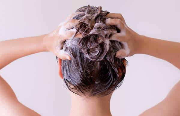 Намазать волосы кремом
