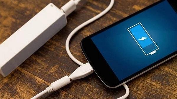 Иллюстрация зарядки телефона
