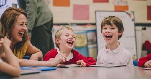 Фото учитель и дети