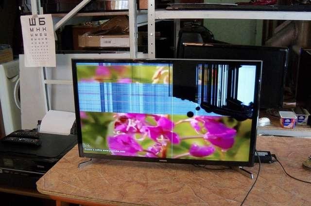 Телевизор с разбитой матрицей