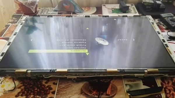 Матрица телевизора на столе