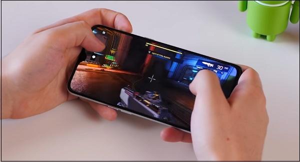 Игра на смартфоне realme