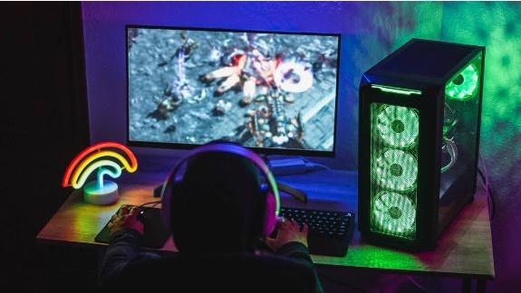 Игрок возле компьютера