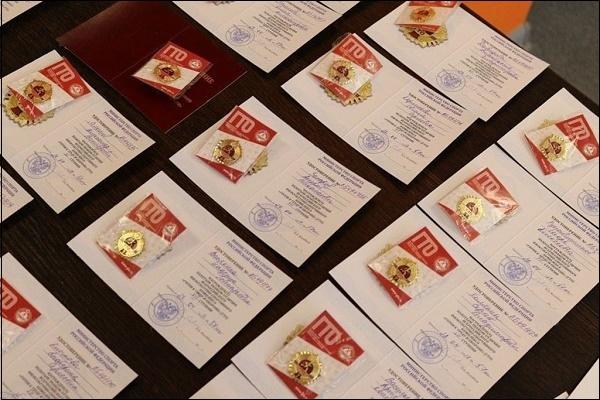 Значки ГТО и удостоверения