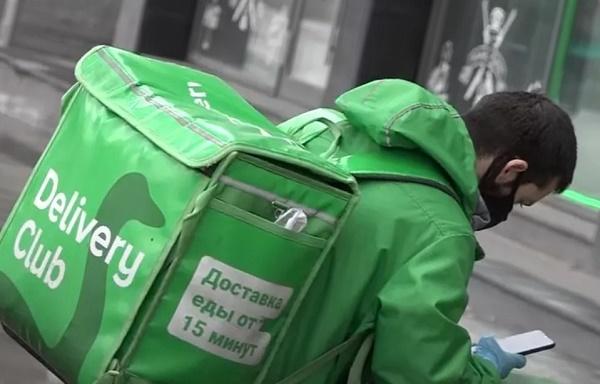 Курьер с сумкой Delivery Club