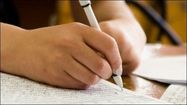Рука с ручкой