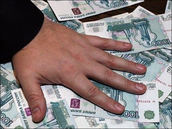 Рука на деньгах