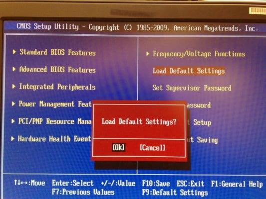 загрузка настроек по умолчанию в BIOS