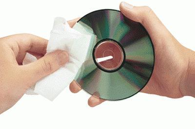 Осторожно протрите поверхность вашего диска