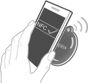 Прикладываем телефон к метке NFC