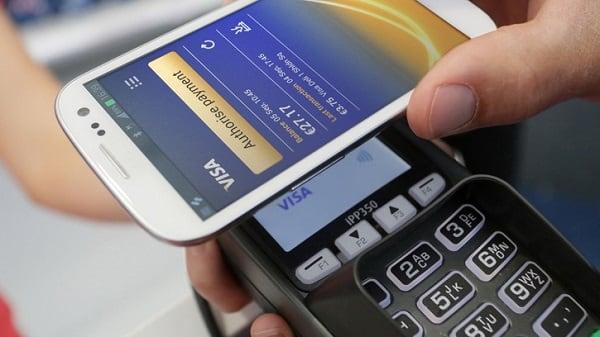 Для осуществления платежа достаточно поднести ваш смартфон к терминалу