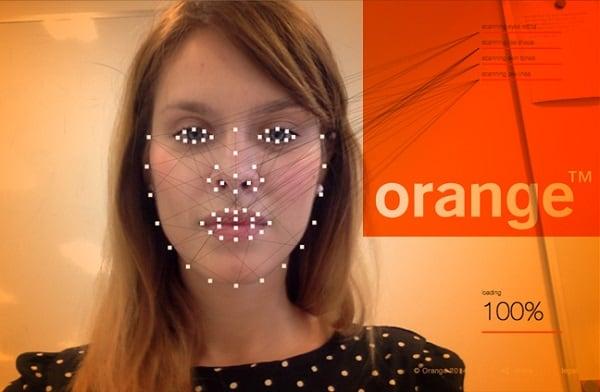 При обработке вашего фото сервис futureself.orange.com учитывает особенности вашего лица