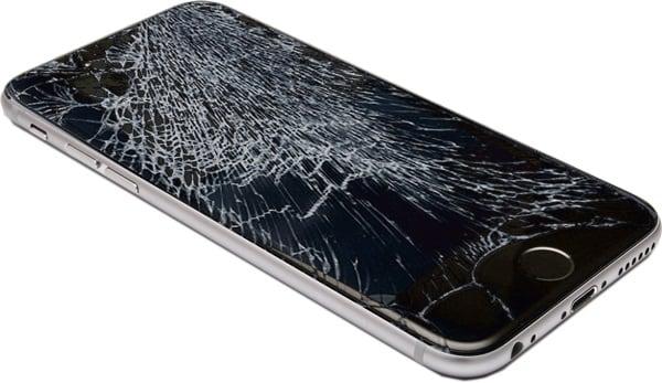 При существенном повреждении экрана устройства поможет лишь его полная замена
