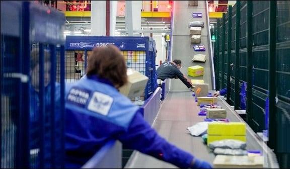В таких почтовых центрах используется современное конвейерное оборудование
