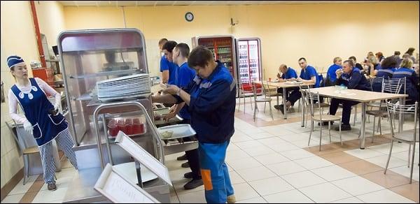 В столовой СЦ предусмотрено бесплатное питание для работников